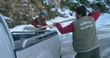 İkizdere Belediyesinden Buz İçin Tuz İle Mücadele