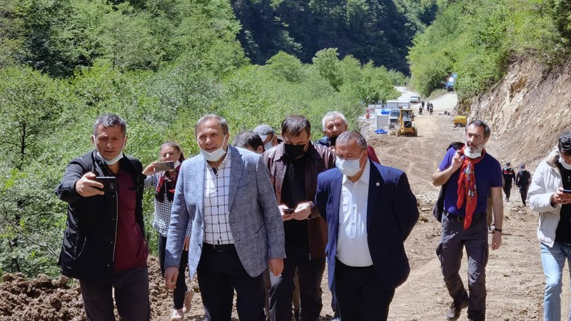 CHP ORDU MİLLETVEKİLİ TAŞOCAĞINA TEPKİ GÖSTEREN<br>KÖYLÜLERİN YANINDA